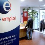 Pôle emploi recrute plus de 2800 personnes pour accompagner les jeunes et les chômeurs